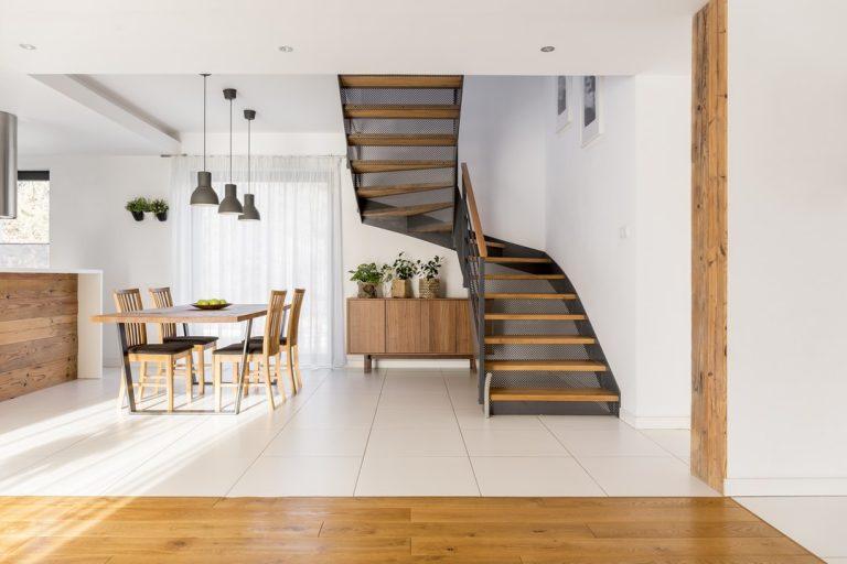 À la fois pratique est original, l'escalier avec palier de repos permet de répondre à de nombreuses exigences et contraintes techniques.