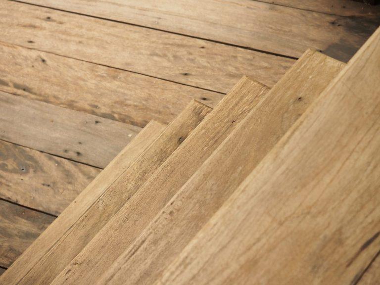 Charme et bois pour des escaliers extérieurs