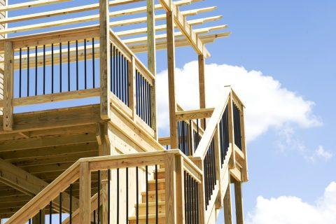 Traitements et météo : conseils pour ses escaliers en bois extérieurs