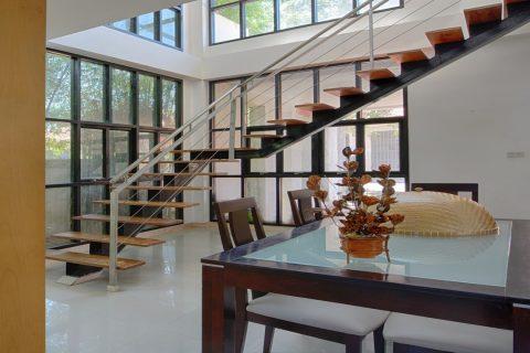 Caractéristiques d'un escalier suspendu