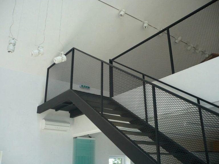 Des escaliers en métal sur mesure : atouts