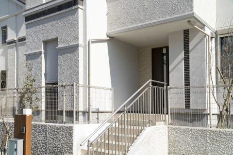 Mettre en place des escaliers métalliques extérieurs