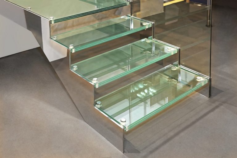 Les escaliers en verre : erreurs à ne pas commettre