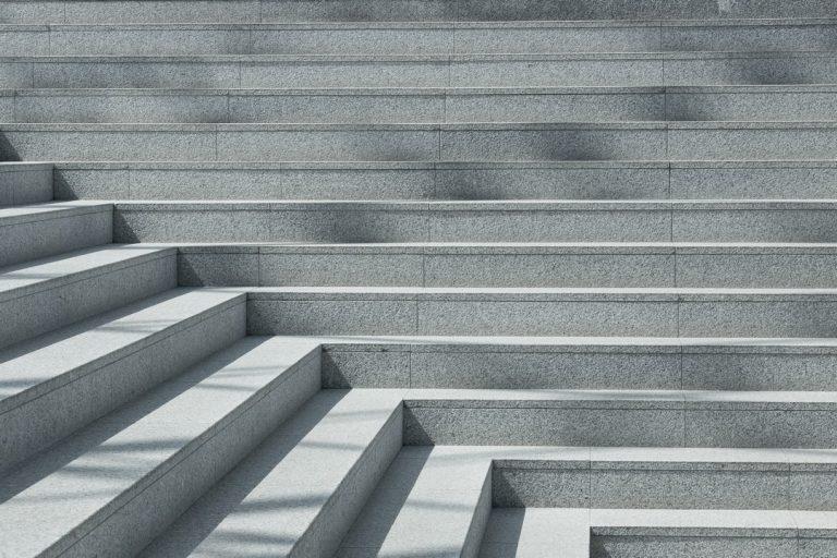 Dans quels cas privilégier des escaliers en béton pour l'extérieur ?