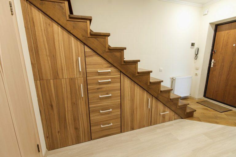 Mettre en place des rangements dans son escalier